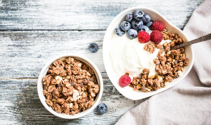 กราโนล่า แนะนำ 3 ประโยชน์ อาหารเช้าสุดอร่อย ที่เป็นทางเลือกดี ๆ ของคนที่ควบคุมน้ำหนักและรักสุขภาพ บอกเลยว่าห้ามพลาด