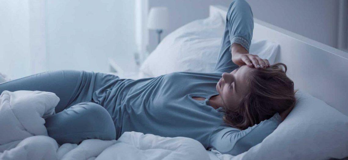 อาการนอนไม่หลับ  ตื่นกลางดึก ทำอย่างไรดี  เรามีสารพัดวิธีแก้อาการนอนไม่หลับมาฝากเพียบ!
