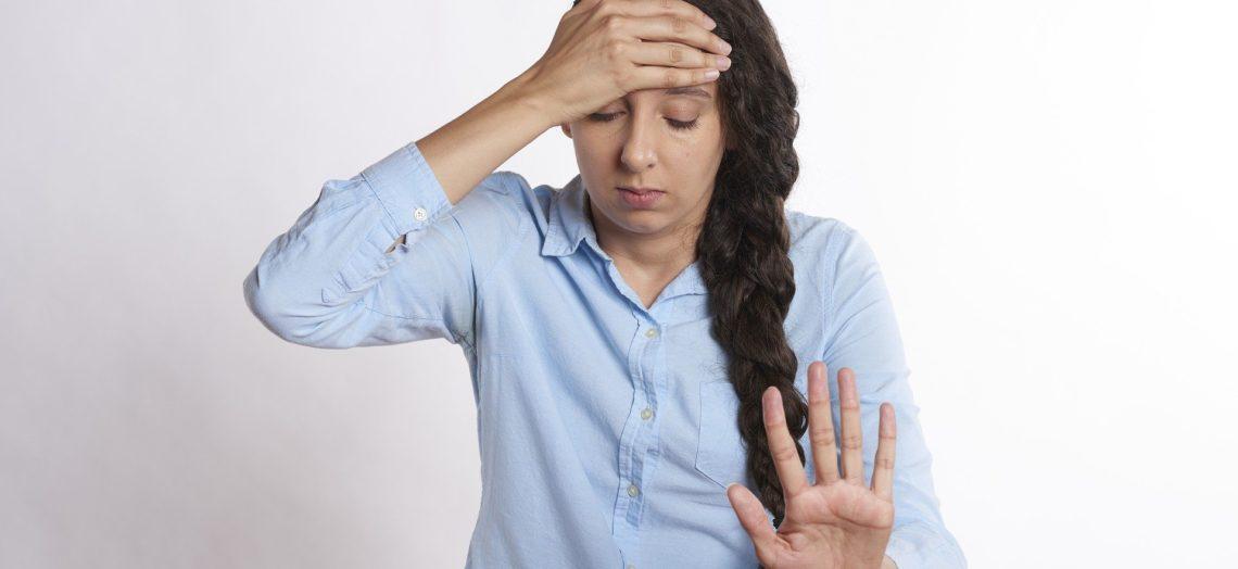 อาการปวดหัว ทว่าการปวดหัวมักบอกอันตรายเกี่ยวกับสุขภาพได้หลายอย่างเลยนะคะ