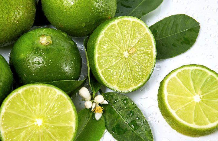 มะนาว ( Lime )เป็นพืชที่จัดอยู่ในตระกูลเดียวกันกับส้มเป็นผลไม้พื้นบ้าน