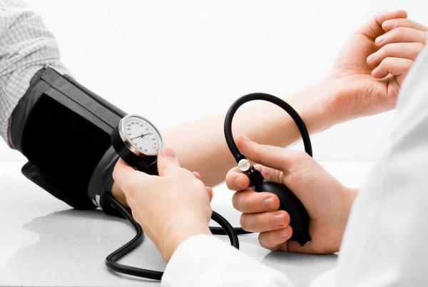 ผู้ป่วยความดันสูง กับ คำแนะนำ  4 วิธีการดูแลตัวเองแบบง่าย ๆ