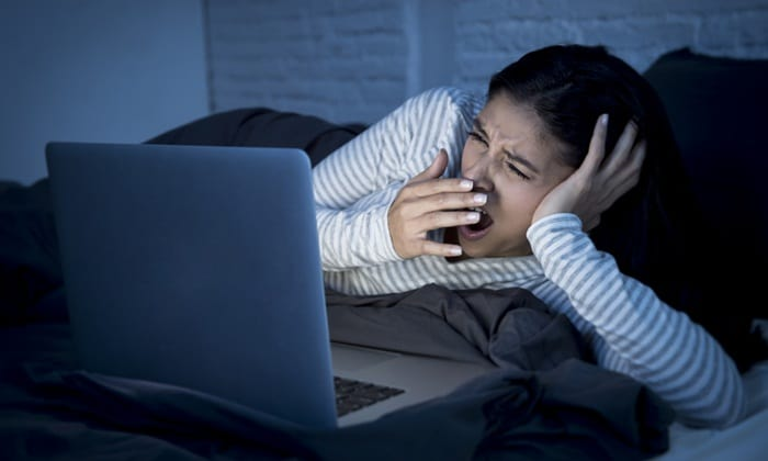 นอนดึก จนหลับพักผ่อนไม่เพียงพอจะส่งผลต่อสมองของเราโดยตรง
