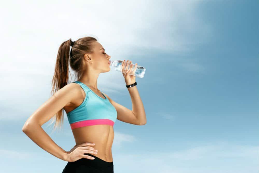 ทำไมถึงควรดื่มน้ำระหว่างออกกำลังกาย?