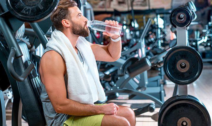 ทำไมถึงควรดื่มน้ำระหว่างออกกำลังกาย? ทำไมต่างจากที่เคยได้ยินมา