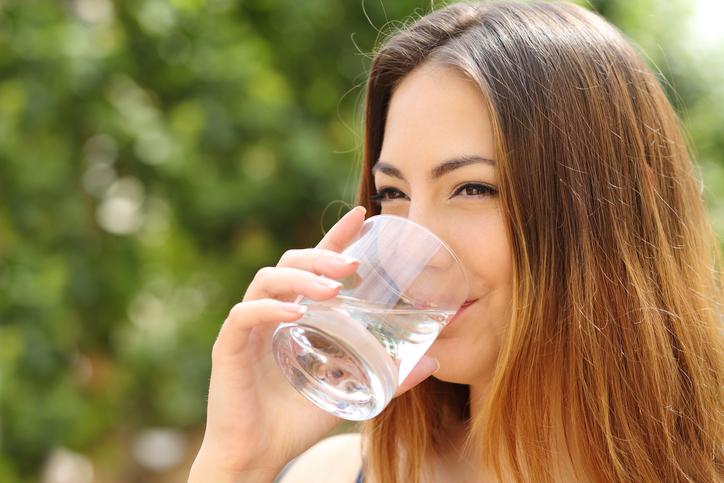 ดื่มน้ำเปล่า